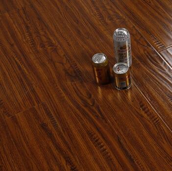 亚虎娱乐手机网页版_E1级环保仿实木强化地板
